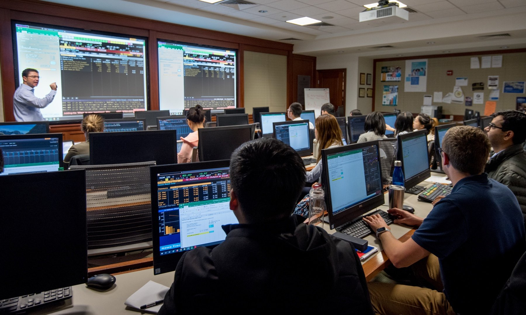 Students in the Financial Services and IT Lab