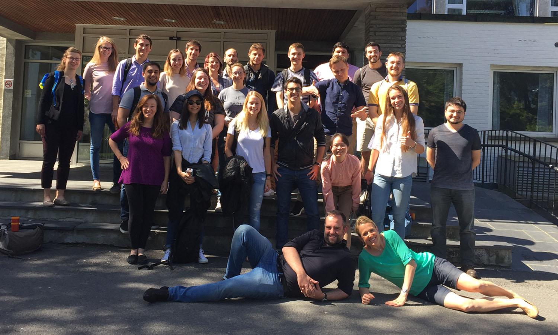 Kogod students in front of the Norwegian School of Economics